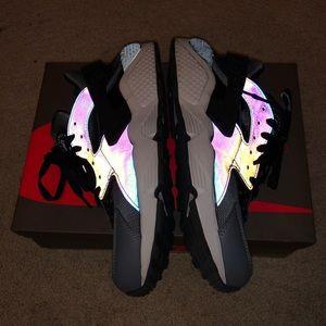 Nike Hurrache Holographic Size 8 Like New
